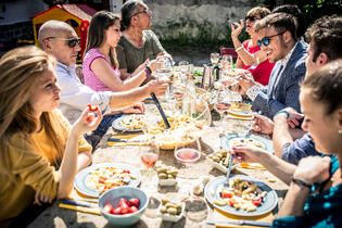 group-of-friends-eating-outdoors