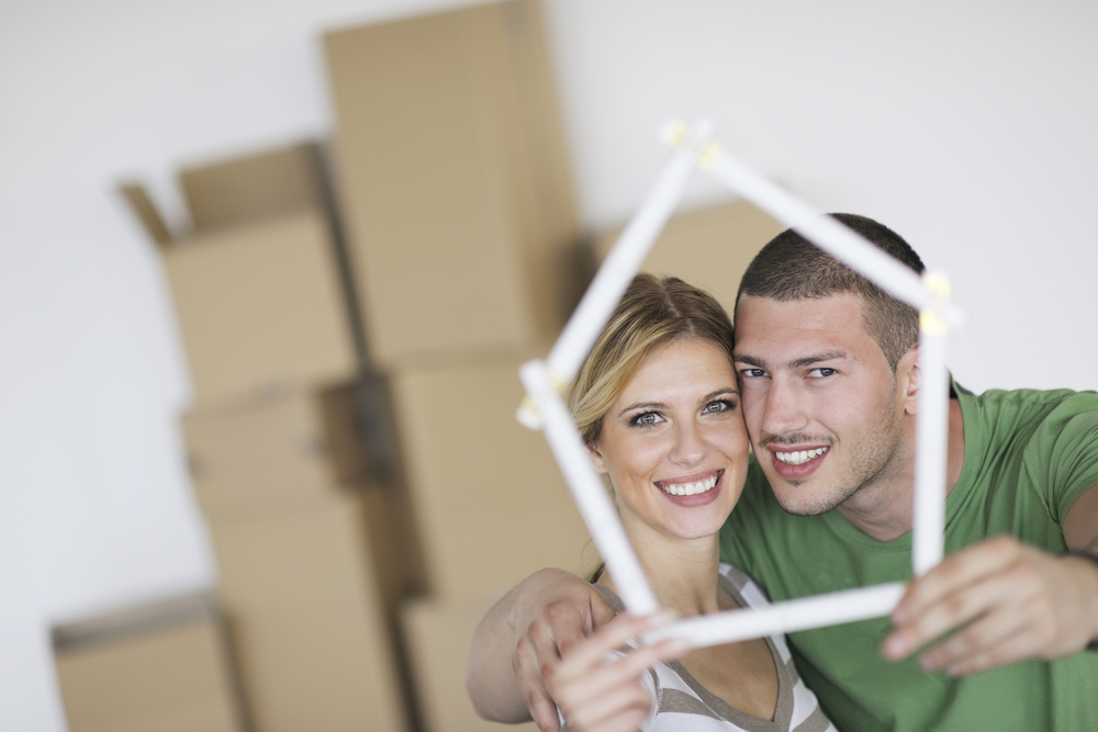 happy-couple-moving